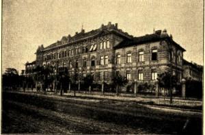 Az Üllői útra néző főépület